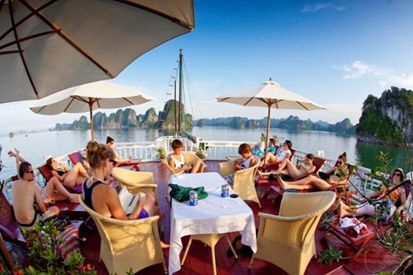 Golden Bay Cruise 3 Ngày 2 đêm Nhiều Gói Tùy Chọn Khác Nhau