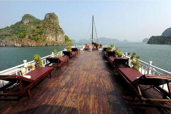 Tour du thuyền Hạ Long Majestic Cruise 2 ngày 1 đêm